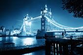 Puente de la torre en reino unido — Foto de Stock