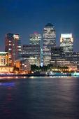 Londres canary wharf en la noche — Foto de Stock