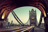 Tower Bridge morning traffic — Stock Photo