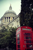 Telephone booth and St Pauls — Stock Photo