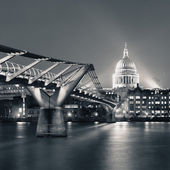 Millennium Bridge and St Pauls — Stock Photo