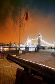 Cannon and Tower Bridge — Stock Photo