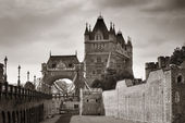 Tower Bridge in black and white — Foto de Stock