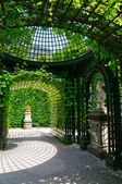 Garden of the Linderhof Palace in Germany — Stock Photo