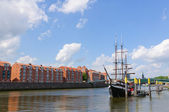 River port and the Weser river in Bremen, Germany — Stock Photo