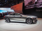 TOKYO, JAPAN - November 23, 2013: New S-Class Coupe at the booth of Mercedes-Benz — Stock Photo