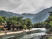 Kappa-bashi and Hotaka mountains in Kamikochi, Nagano, Japan — Stock Photo
