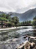 Kappa-bashi and Hotaka mountains in Kamikochi, Nagano, Japan — Foto de Stock
