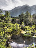 Azusa river and Hotaka mountains in Kamikochi, Nagano, Japan — Foto de Stock