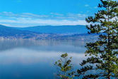 Okanagan Lake and Surrounding hills — Stock Photo