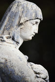 Statue Of Women On Tomb — Stock Photo