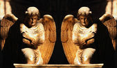 Figure Of A gold Praying Angels — Zdjęcie stockowe
