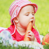 Baby is eating  carrots — Stock Photo
