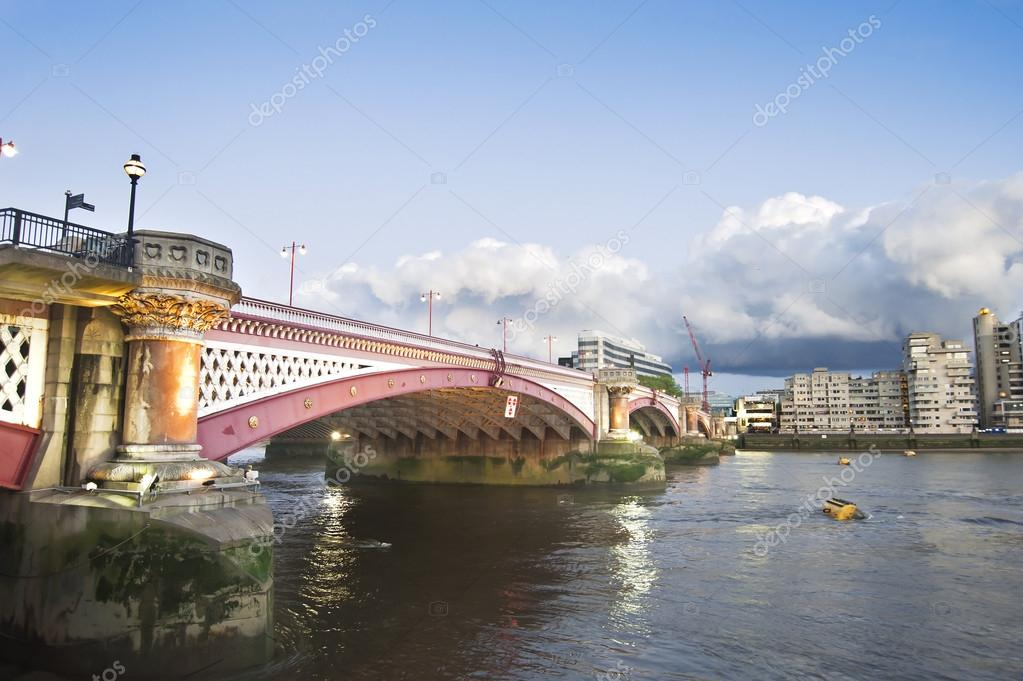 Black friars Bridge over Thames river, London, UK — Stock Photo #12322016
