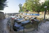 лодки в небольшом рыбацком порту — Стоковое фото
