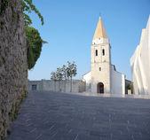 Věže františkánského kláštera v krku. ostrov krk, chorvatsko. — Stock fotografie