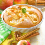 Domácí jablečný koláč se skořicí — Stock fotografie