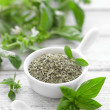 Fresh and dry basil — Stock Photo #28941409