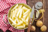 Plasterki surowego ziemniaka — Zdjęcie stockowe