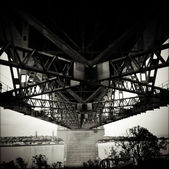 Under the bridge — Stockfoto