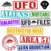 Set of aliens and UFO stamps — Stock Vector