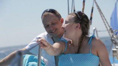 Se relaxer sur un yacht — Vidéo