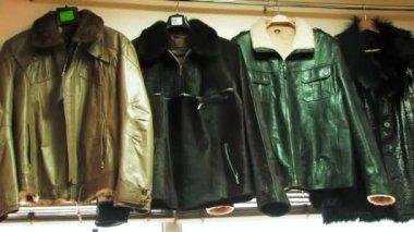 Warme kleding voor mannen — Stockvideo