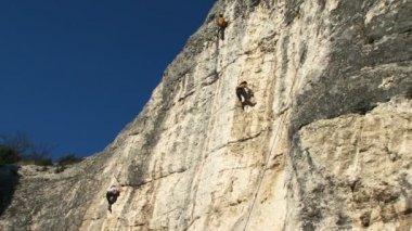 Mountain climbers — Stock Video