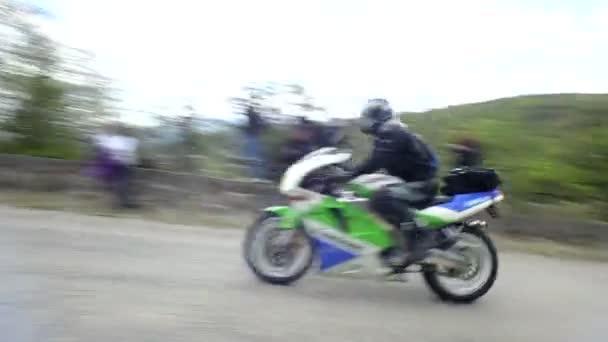 Ciclistas — Vídeo de stock