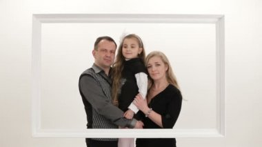 A family posing for a photo. Family photo. — Stock Video