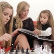 Father playing chess with his daughter. Playing chess. - Lizenzfreies Foto