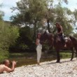 Two women and a horse posing for a photographer. — Stock Video