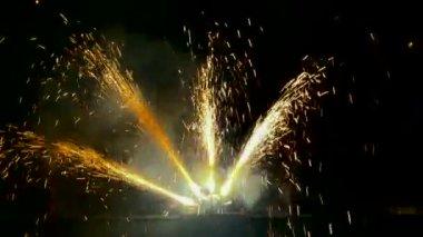 Fuochi d'artificio in parata porto delle forze navali. — Video Stock