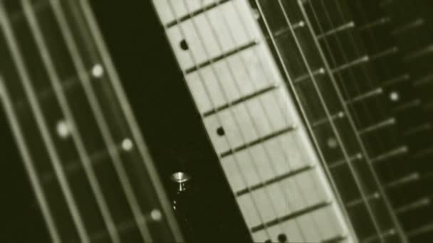 Guitarras fingerboards closeup. película vieja. — Vídeo de stock