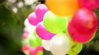 Colorful balloons. Several colorful festive balloons fastened together. — Stock Video