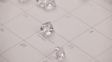 Diamonds falling on a calendar — Stock Video