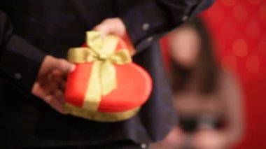 Valentines Day.  Men giving the gift heart shaped box to his girlfriend, — Stock Video