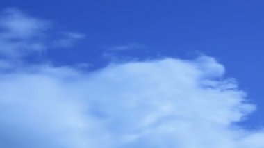 Cloudscape. A blue sky with beautiful clouds. — Stock Video