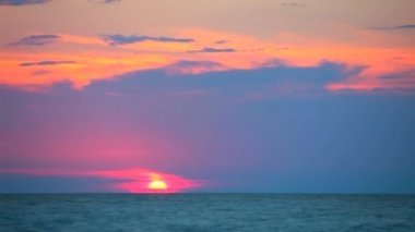 Sunset. A beautiful sunset at sea. — Video Stock