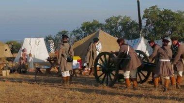 Soldiers Prepare Cannon — Stock Video
