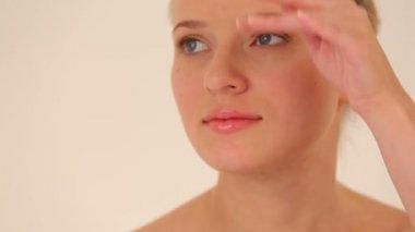 Portrét velmi atraktivní žena. — Stock video