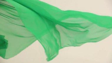 Tessuto al vento in un studio di tessitura. nel vento. lasso di tempo. — Video Stock