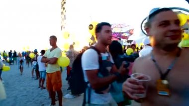 CRIMEA, UKRAINE, 03 AUGUST 2013, Official opening of Kazantip festival. People gathered for the opening. — Stock Video