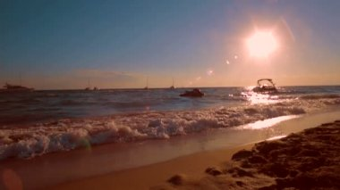 Beautiful beach at sunset. Summer vacation. — Wideo stockowe