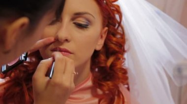 Bride's make-up. — Stock Video