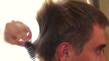 Man at a hairdresser. — Stock Video
