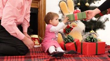 échanger des cadeaux. — Vidéo