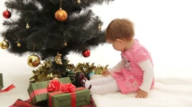 Little girl decorating Christmas tree. — Stok video