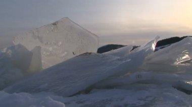 Ice figure on a frozen lake. Ice figure. — Stock Video