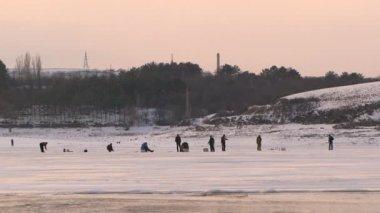 Men on a winter fishing. Winter fishing. — Stock Video